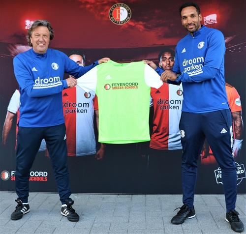 Meld je aan voor een Feyenoord Herfst Camp en dit shirt met bijpassend broekje is van jou!