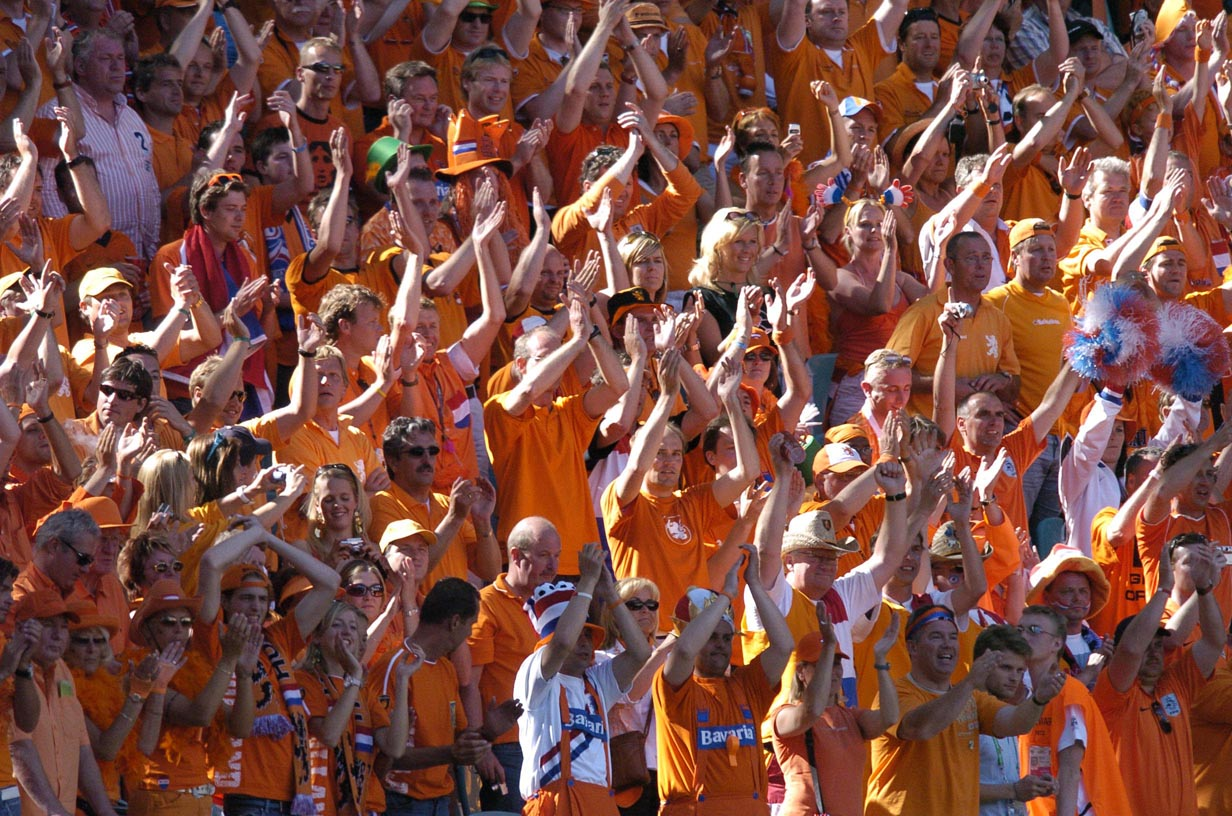 Oranje%20supporters%20klappend%20op%20tribune